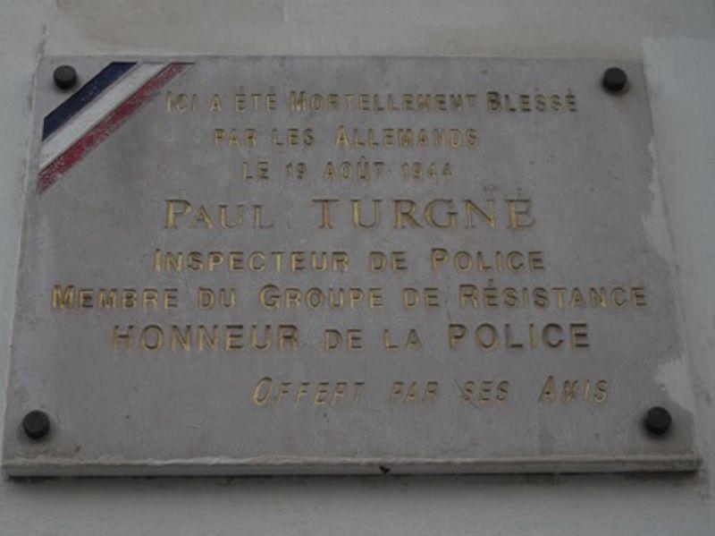 Plaque en hommage à l'inspecteur Paul Turgné, membre du groupe résistant Honneur de la Police, située au 85, rue de Charenton, à l'angle de la rue Traversière