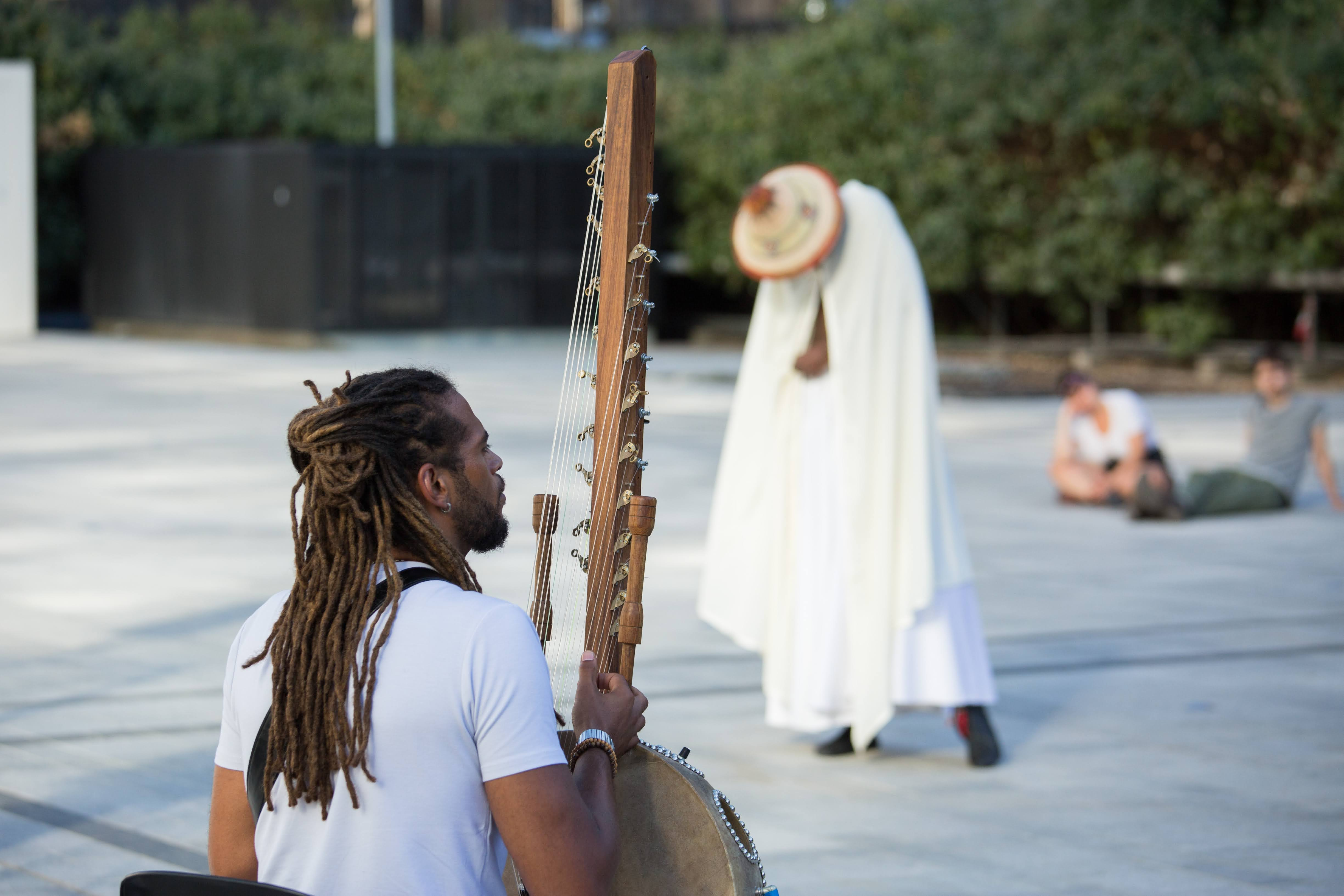 Pendant cet « été particulier », des dizaines de spectacles, performances, concerts et expositions gratuits ont eu lieu dans la capitale, pour le plaisir des enfants comme des adultes.
