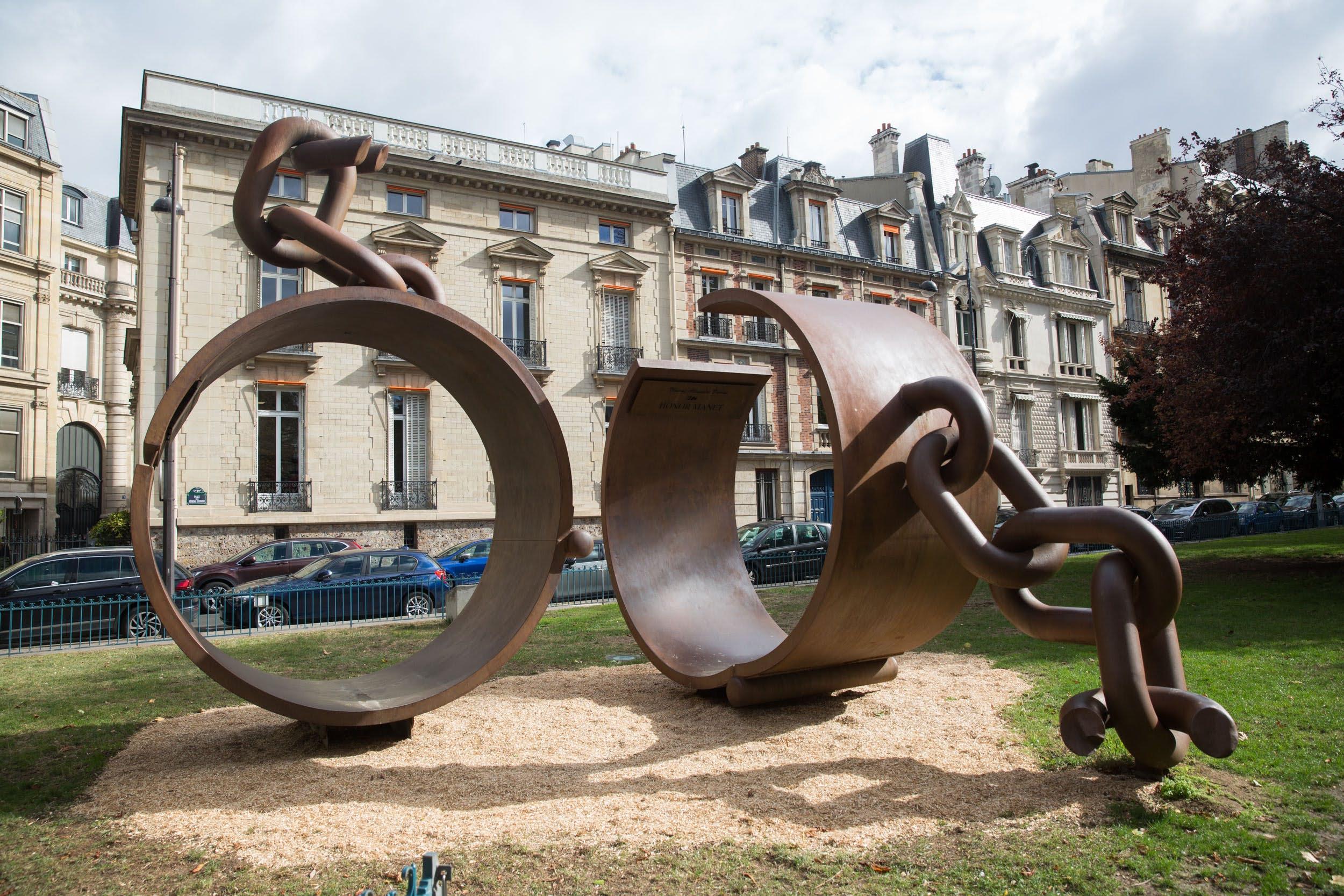 La sculpture « Fers hommage au Général Dumas »