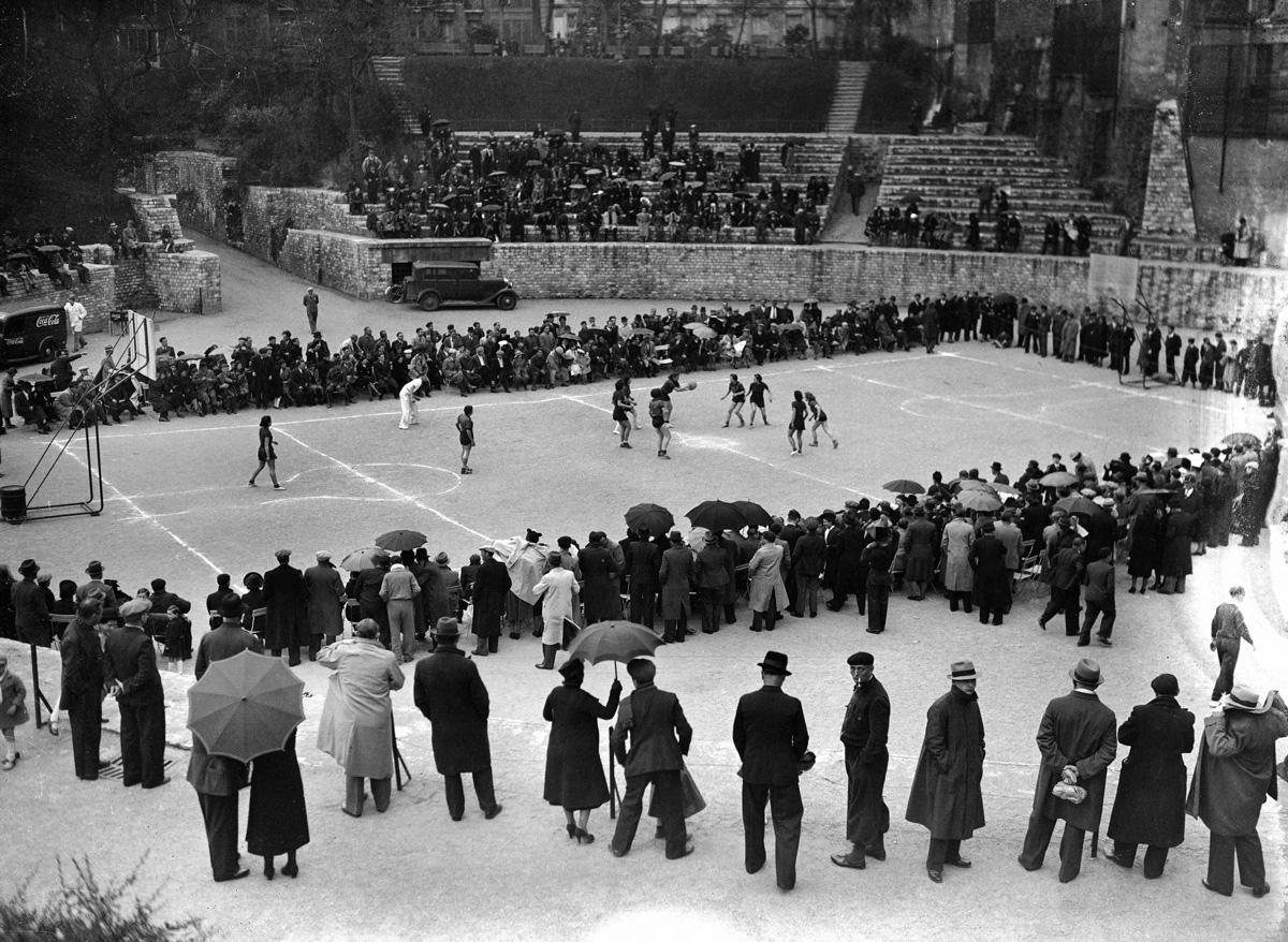 Finale de la coupe de France de basket-ball féminin F.S.G.T. Paris, arènes de Lutèce, 23 avril 1939.