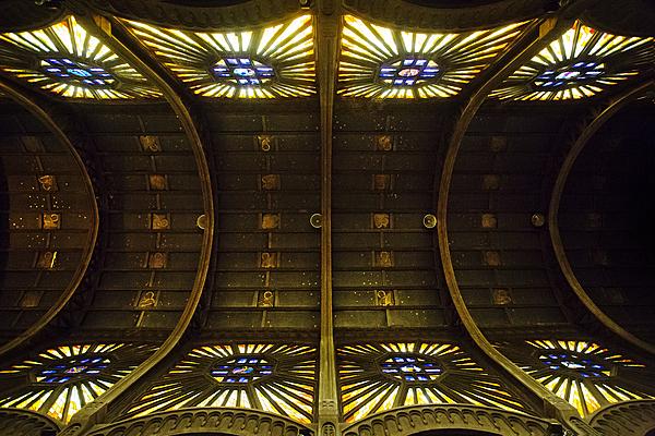 Église Saint-Christophe-de-Javel (XVᵉarrondissement), voûte en ciment moulé et panneaux en staff, XIXᵉ siècle.