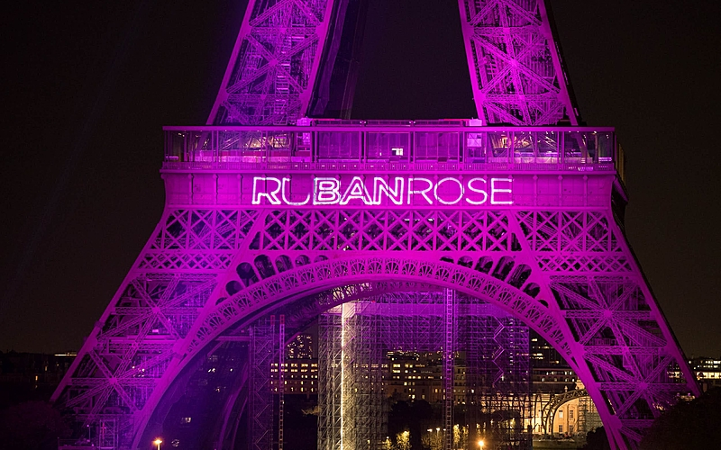 Cancer- Octobre rose : illumination de la Tour Eiffel
