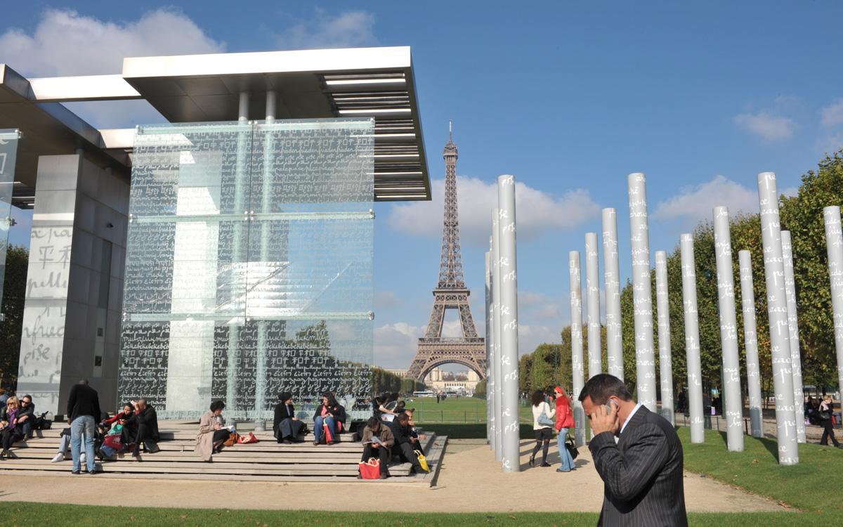 Le Mur de la paix réalisé par l'artiste Clara Halter et l'architecte Jean-Michel Wilmotte.