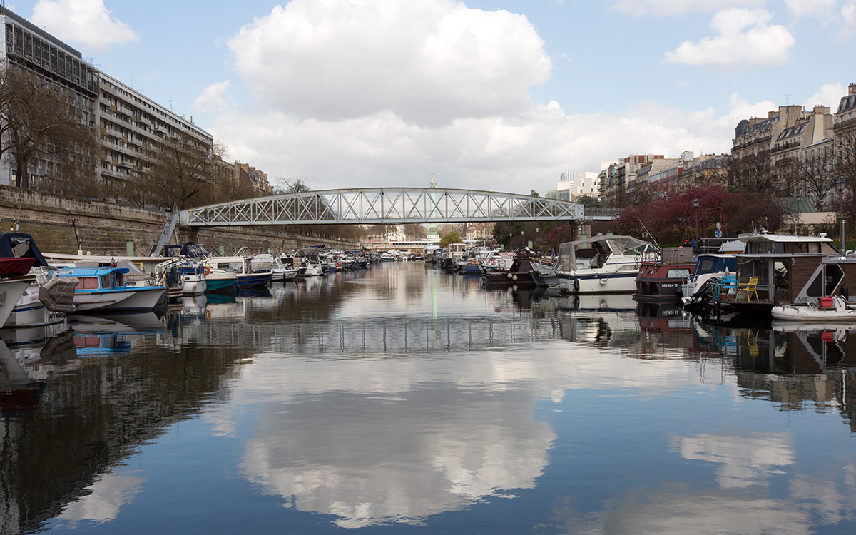 Canal Saint-Martin : le port de l'Arsenal près de la Bastille à Paris