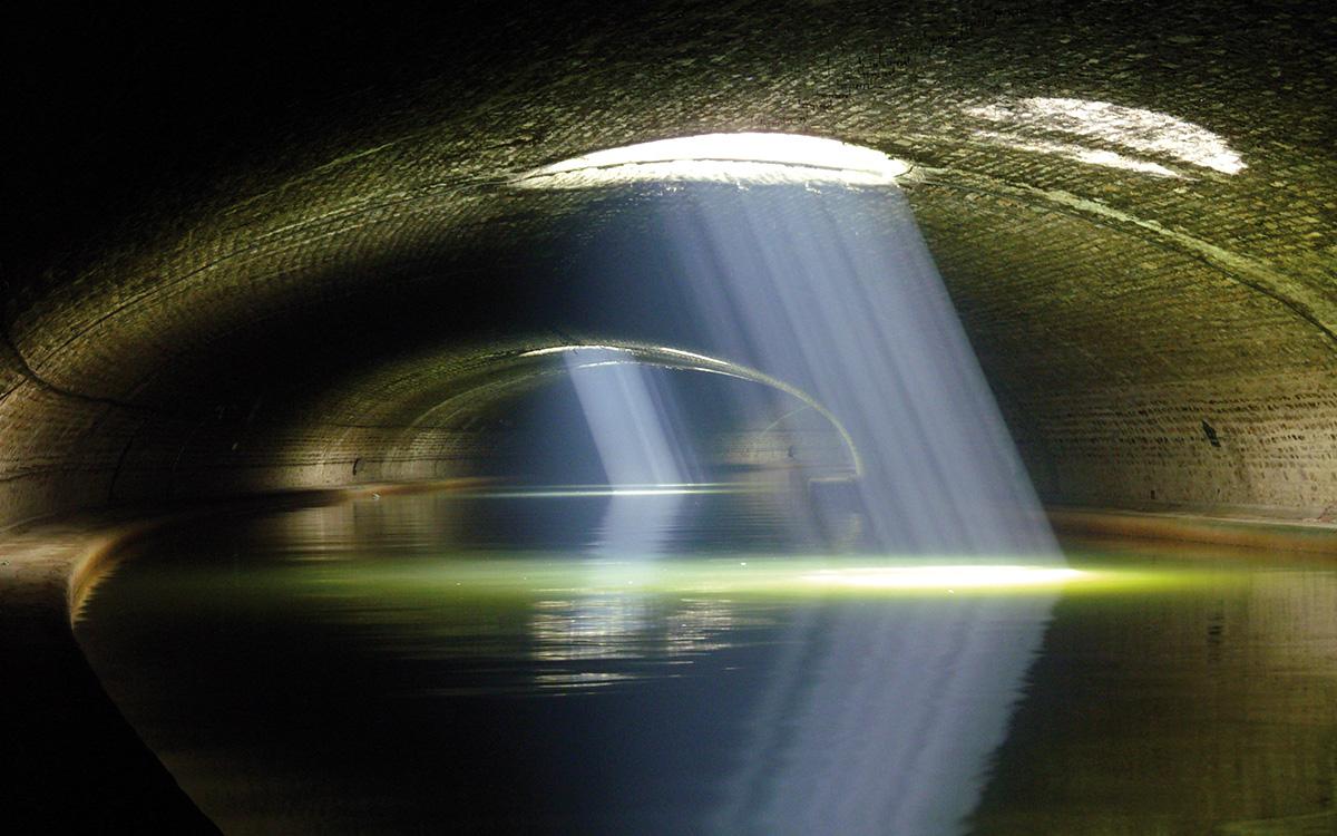 Canal Saint-Martin : les occuli de la voûte Richard Lenoir à Paris 10e