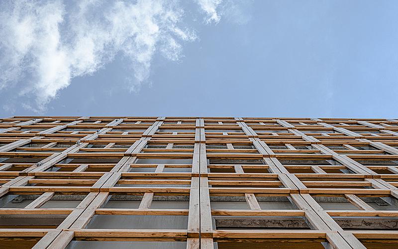 Vue de la façade en bois réemployé  - crèche Justice - Paris 20e