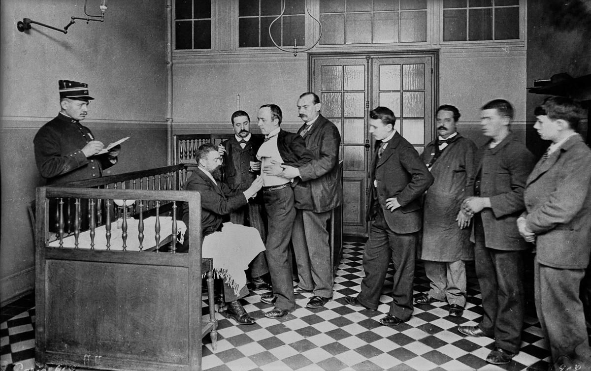 Institut Pasteur. Salle de vaccination contre la rage. Paris, vers 1900-1910.