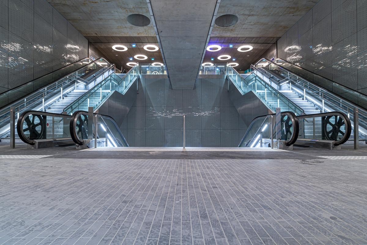 Escalators à la station de la Mairie de St-Ouen.