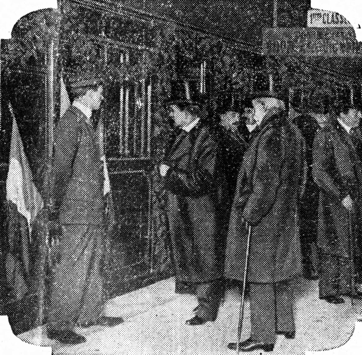 """Inauguration de la ligne de métro n° 1 """"Porte de Vincennes - Porte Maillot"""". Paris, juillet 1900."""