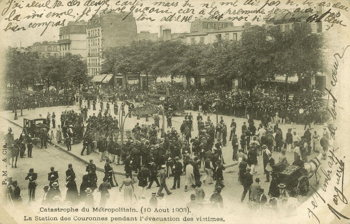 Catastrophe du Métropolitain, 10 août 1903, la station des Couronnes pendant l'évacuation des victimes.