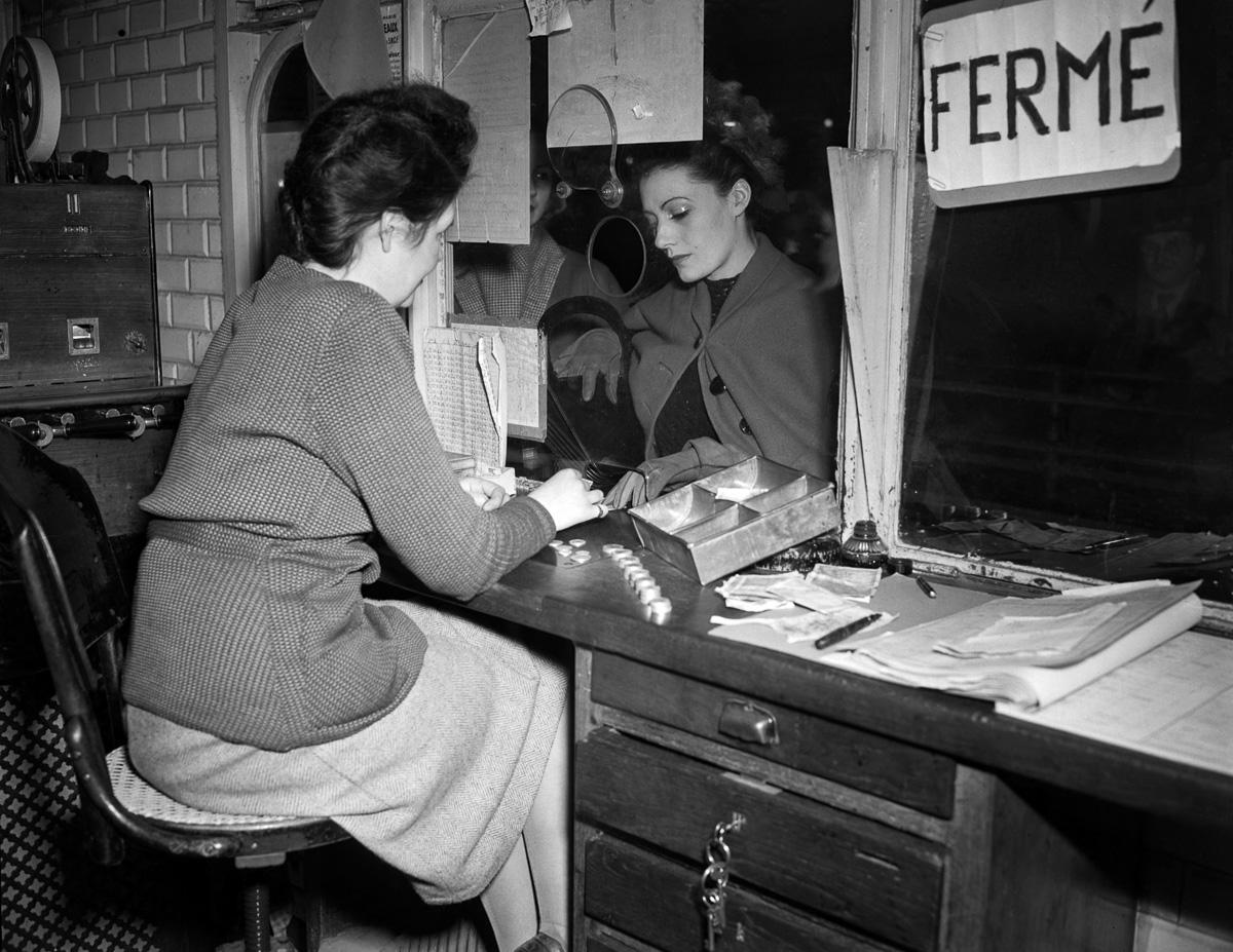 Caisse pour les tickets du métro, Paris, Janvier 1947.