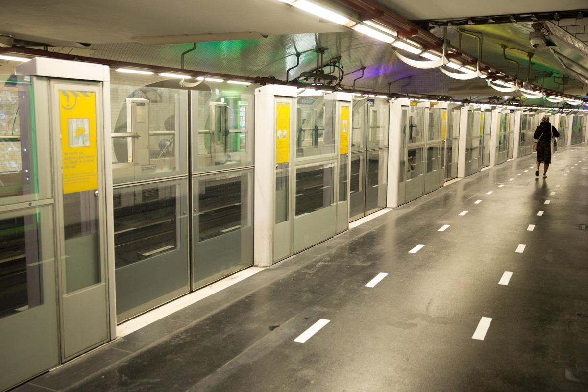Portes automatiques sur une ligne de métro automatisée