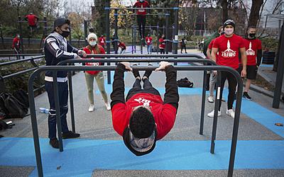 Street workout au jardin des voltiges au parc de la Villette