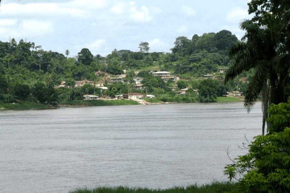 Dans la  province du Moyen-Ogooué, au sud de Libreville, répond au nom de… Paris.