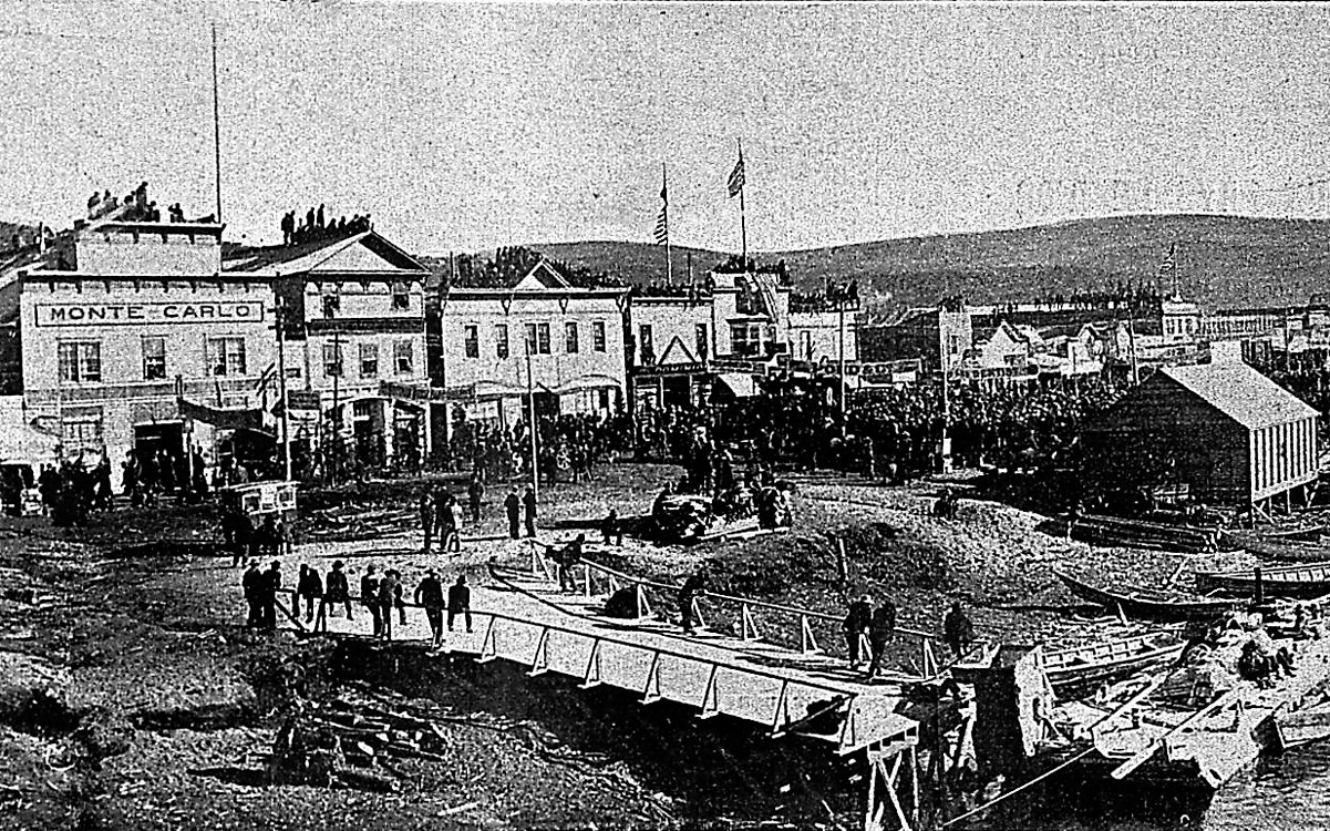 Détail d'une panoramique  de Dawson City (Canada, région du Klondike), à l'époque de la ruée vers l'or. 1900.