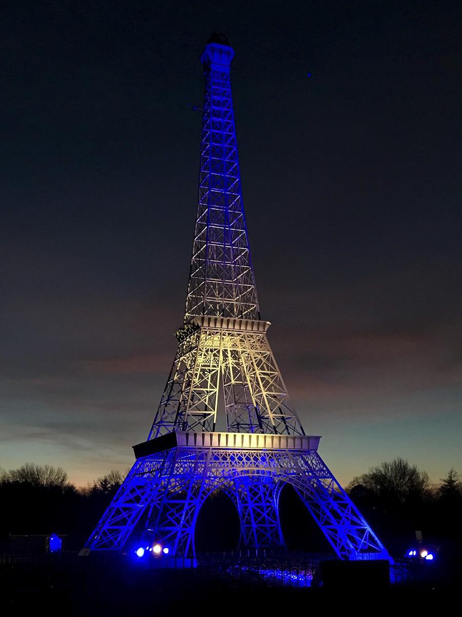Réplique de la Tour Eiffel dans la ville de Paris dans le Tennessee de nuit