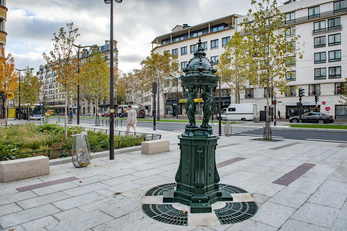 Une fontaine Wallace sur le parcours du tramway T3