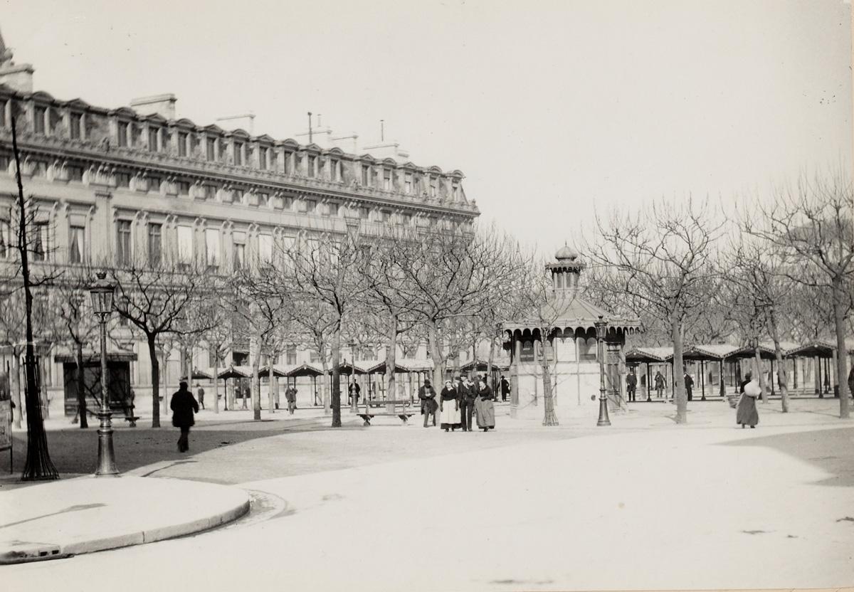 Le marché aux fleurs, avec le tribunal de commerce de Paris dans le fond, boulevard du Palais, 1er et 4ème arrondissements, Paris vers 1890.