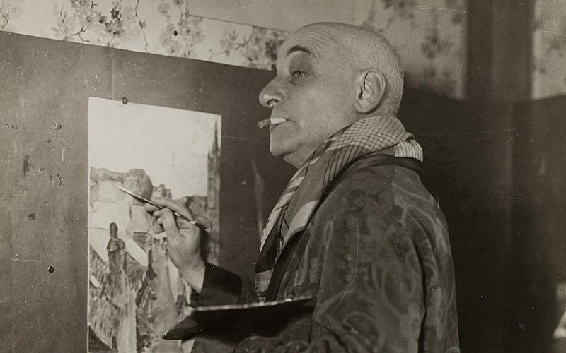 Max Jacob (1876-1944), Ècrivain français, chez lui. Paris, vers 1940.