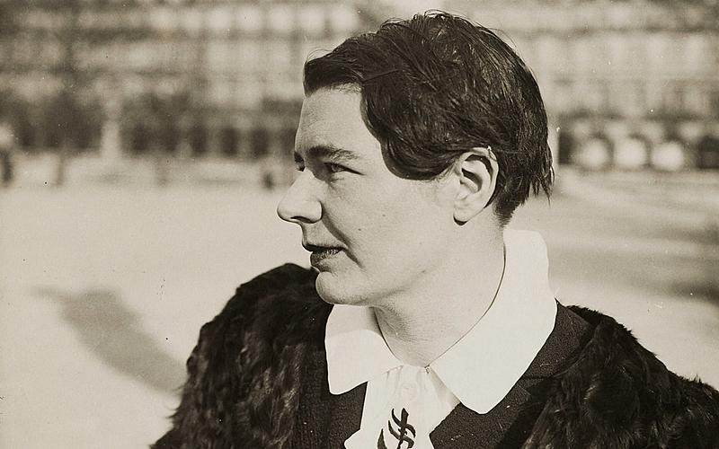 Marguerite Yourcenar (1903-1987), femme de lettres française, au Jardin des Tuileries. Paris, 5 février 1937.
