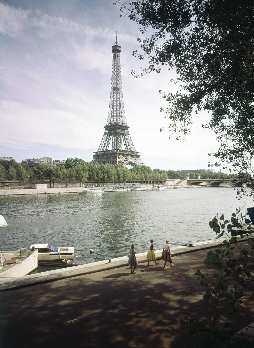 La Tour Eiffel. Paris, vers 1960.