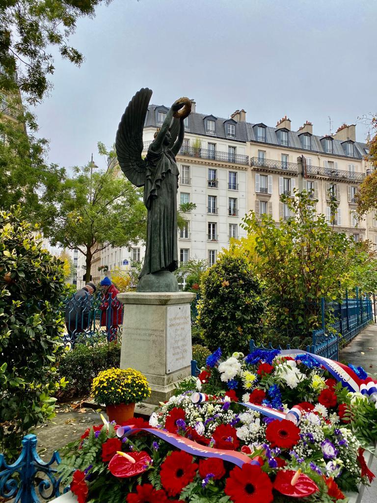 Monument aux morts à côté du square Eugène Thomas sous la forme d'une statue représentant la Victoire réalisée par Raphael Hubert à la mémoire des enfants du 12 arrondissement morts pour la France en 1914/18 en 1939/49 dans les anciennes colonies.