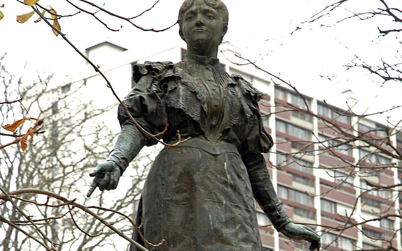 Maria Deraismes, square des Épinettes (17ème)
