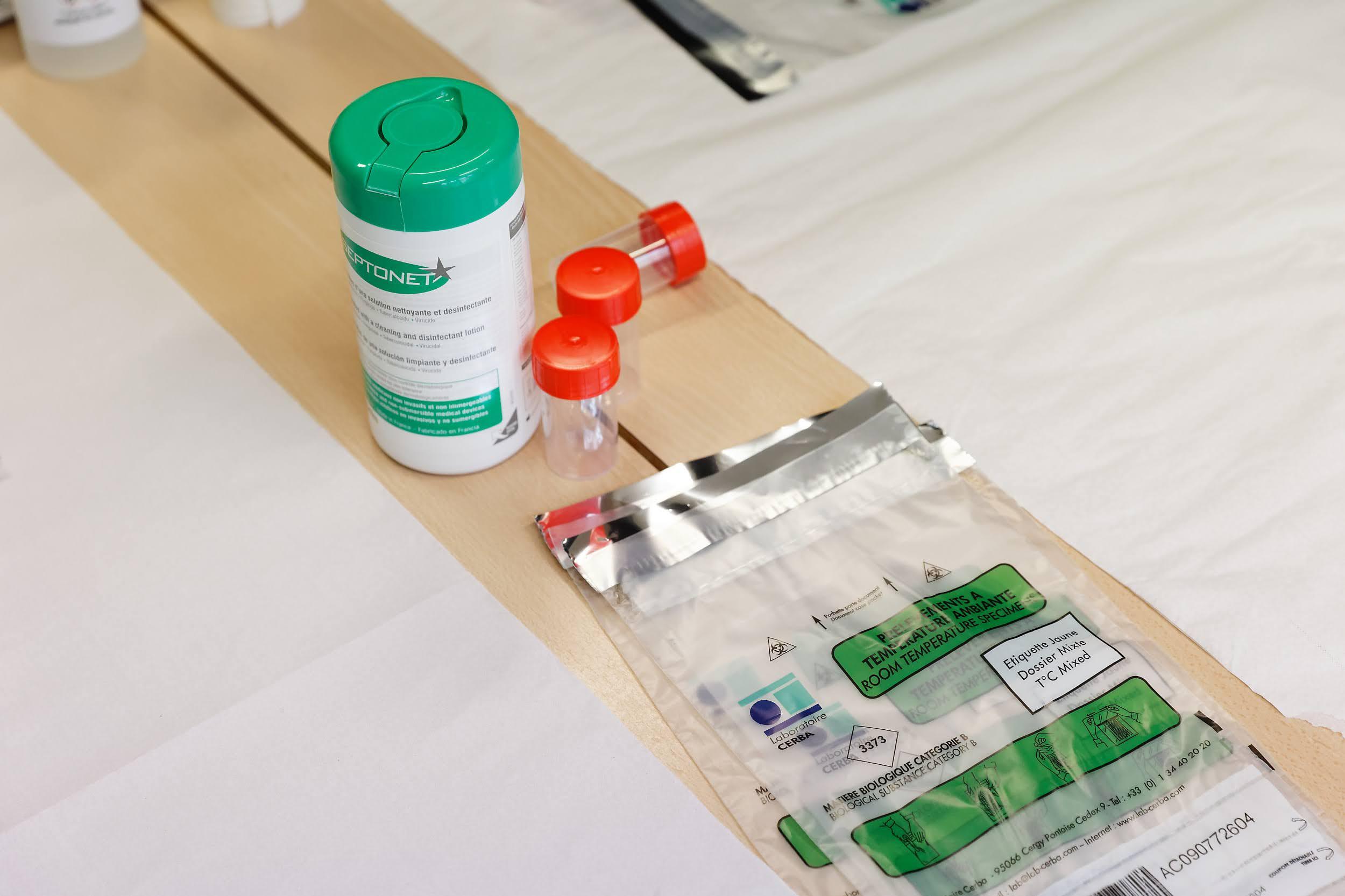 Mise en place des tests salivaires à l'école maternelle des Récollets ,10e arr.