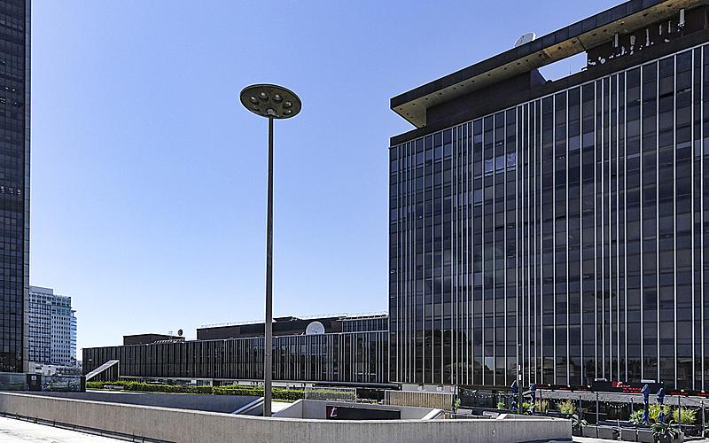 Photographie d'une partie de la tour Montparnasse et du quartier