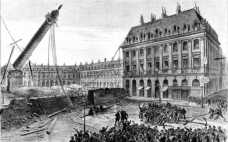 Démolition de la colonne Vendôme, sous la direction du peintre Gustave Courbet. Paris, 16 mai 1871.