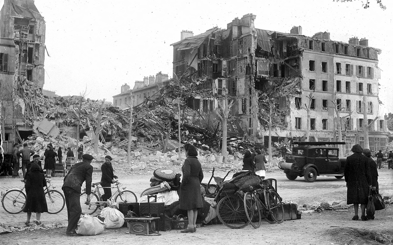 Guerre 1939-1945. Bombardement de Paris. 18ème arr.. 21 avril 1944.