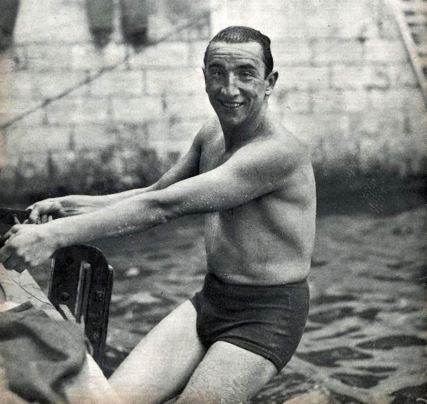 Jean Taris en 1936 lors de la traversée de Paris à la nage.