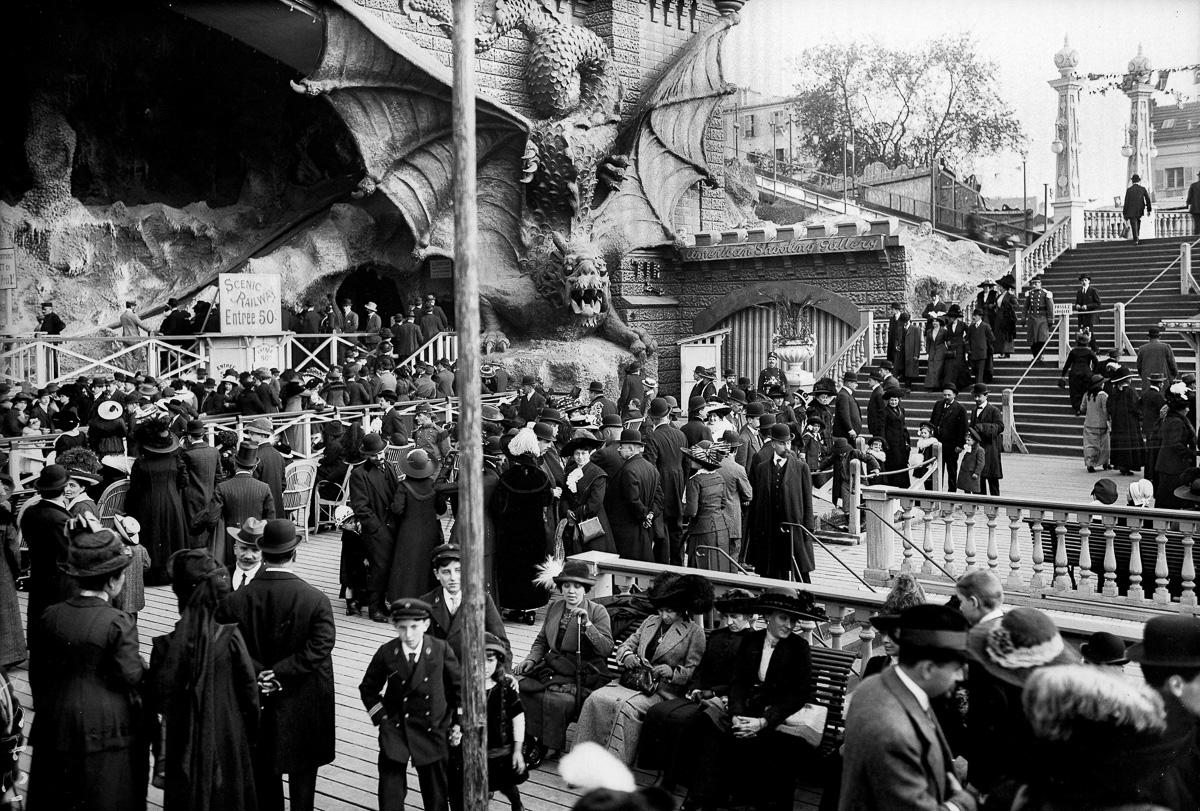 Parc d'attractions du Luna Park. Paris, vers 1910.