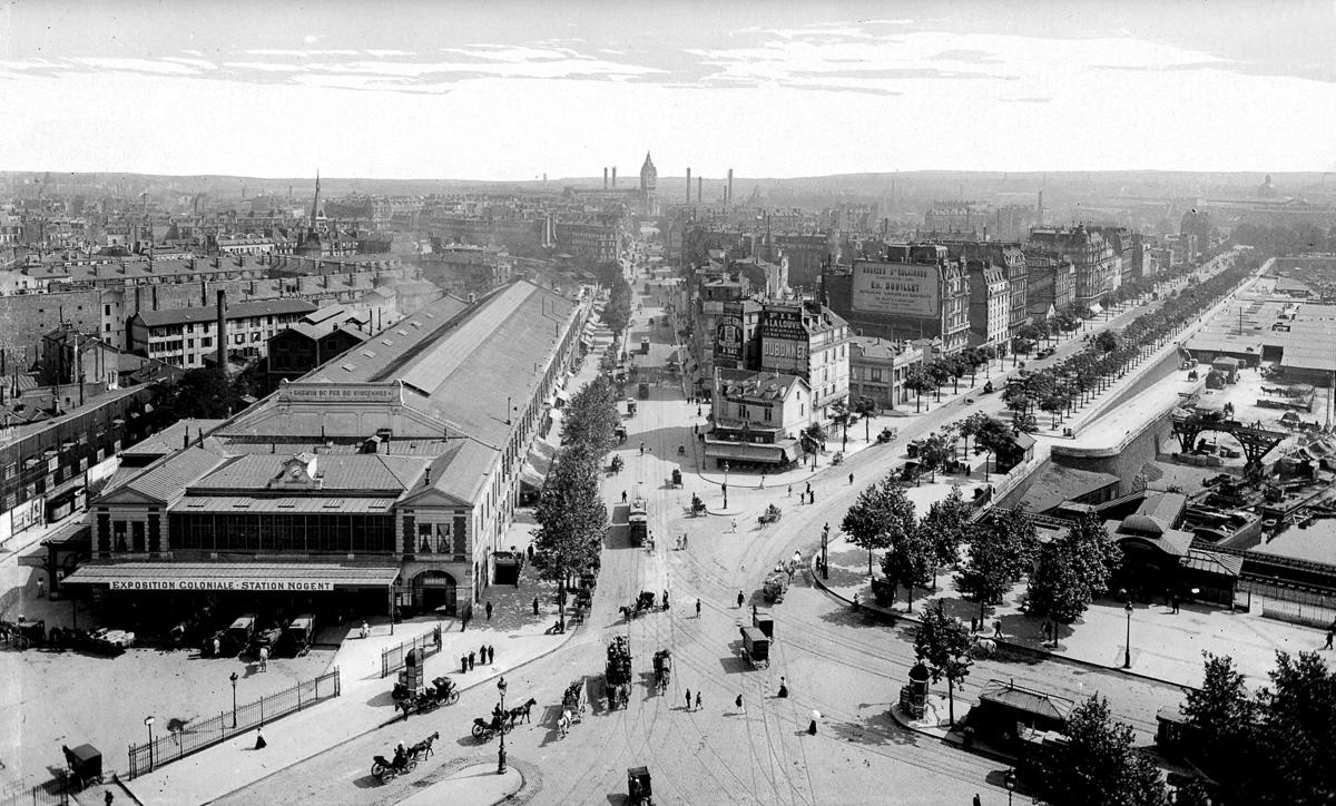 Paris (XIIËme arr.). Panorama de la rue de Lyon et du boulevard de la Bastille. A gauche : la gare de la Bastille. 1931.