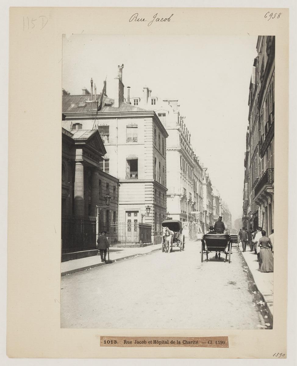 Façade de l'Hôpital de la Charité rue Jacob, 6e art vers 1890.