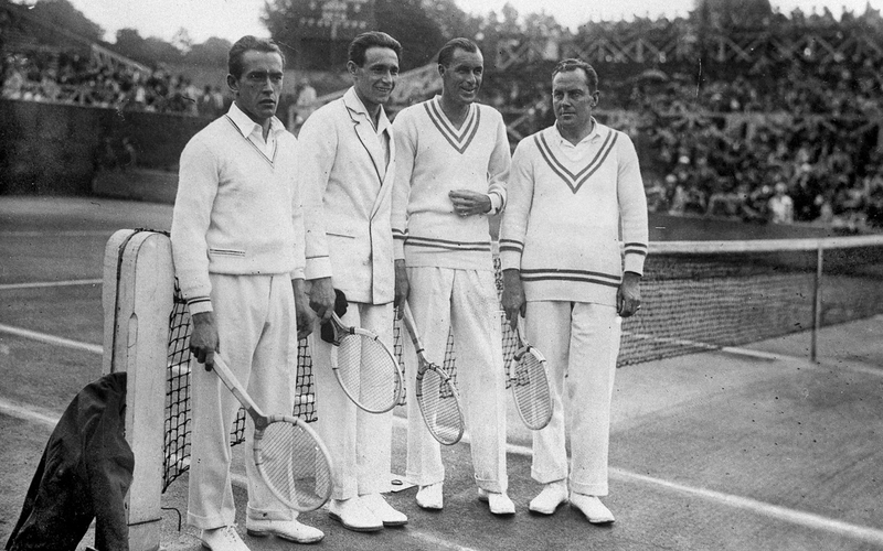Finale de la Coupe Davis, 1928. Double France-USA . Les Français Henri Cochet, Jean Borotra et les Américains William Tilden et Franck Hunter. Paris, stade Roland-Garros.