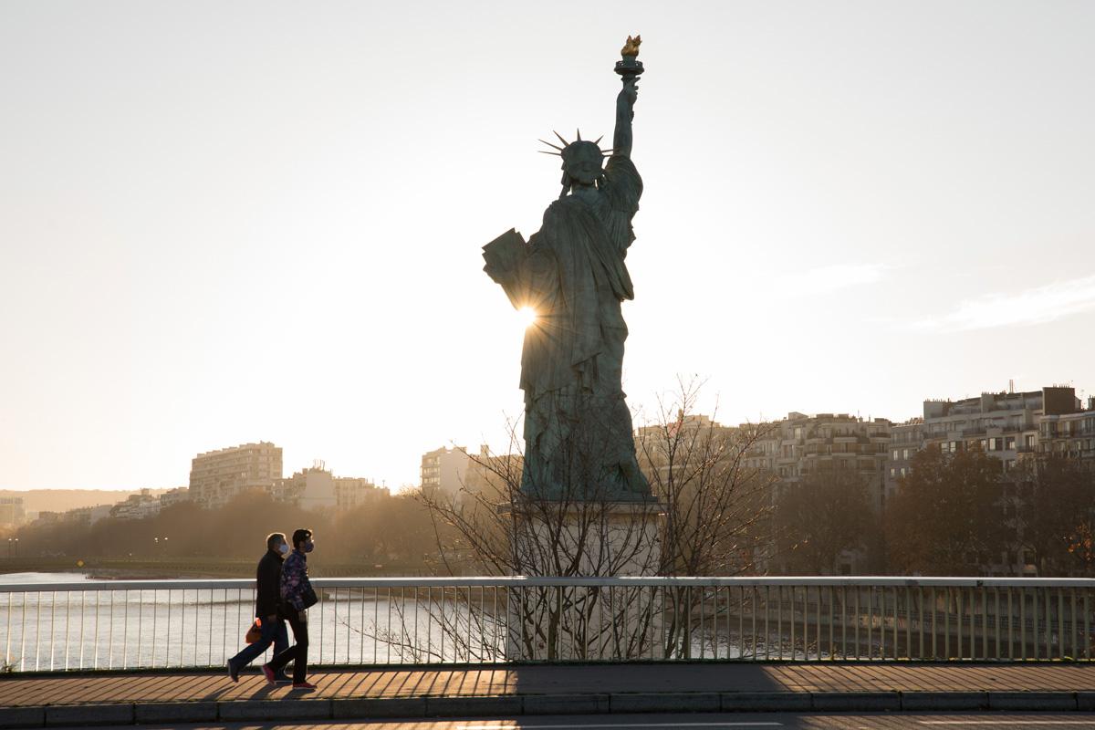 La Statue de la liberté sur l'île aux cygnes.