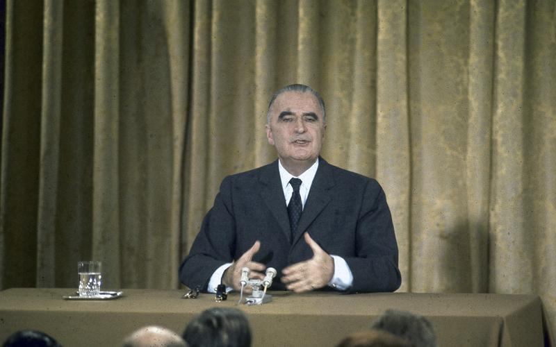 Georges Pompidou (1911-1974), président de la République française de 1969 à 1974, lors d'une conférence de presse. Paris, palais de l'Elysée.