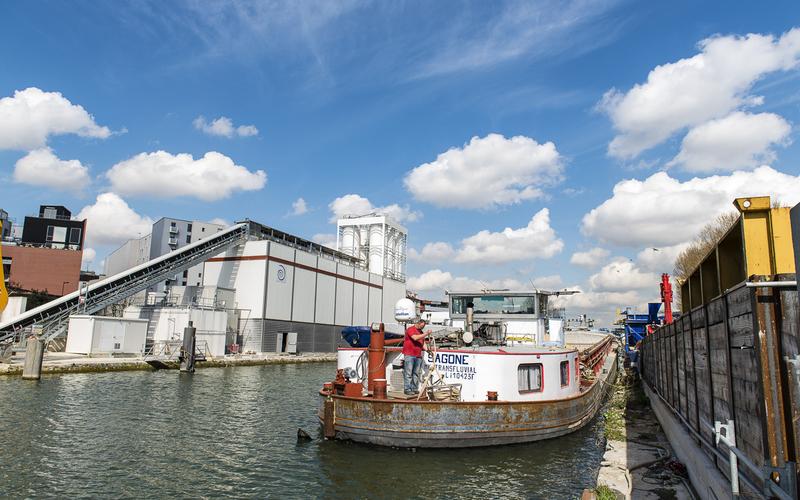 Péniche sur le canal Saint Denis