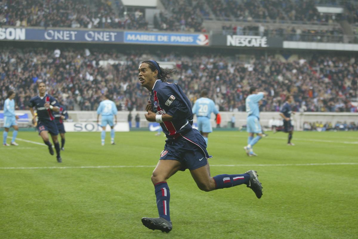 match n°542 championnat samedi 26 octobre 2002 psg-marseille : 3-0 premium joie but psg ronaldinho maillot bleu