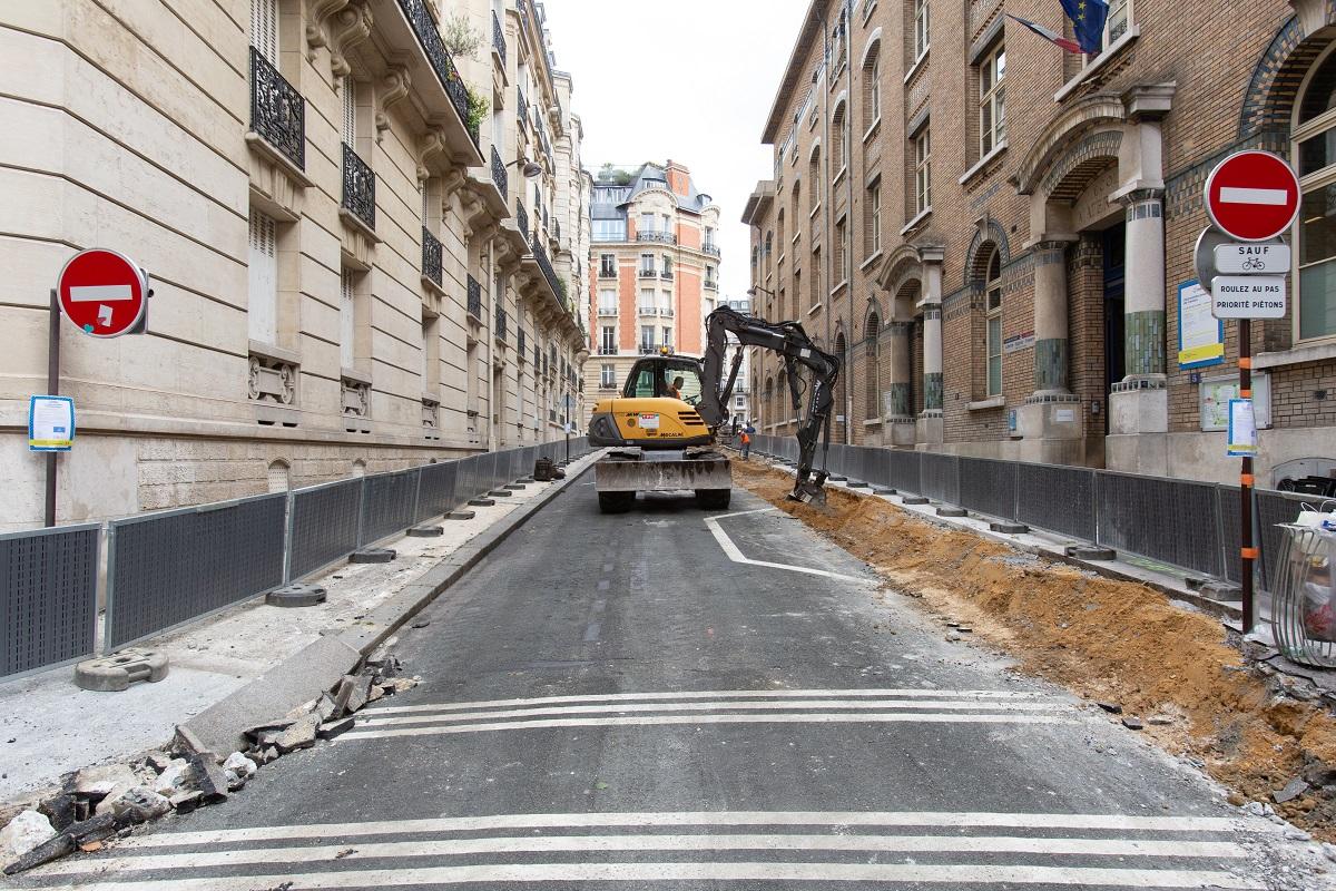 """Photo d'un chantier de piétonnisation de la rue Gustave Zédé dans le cadre du programme """"Rue aux Écoles"""""""