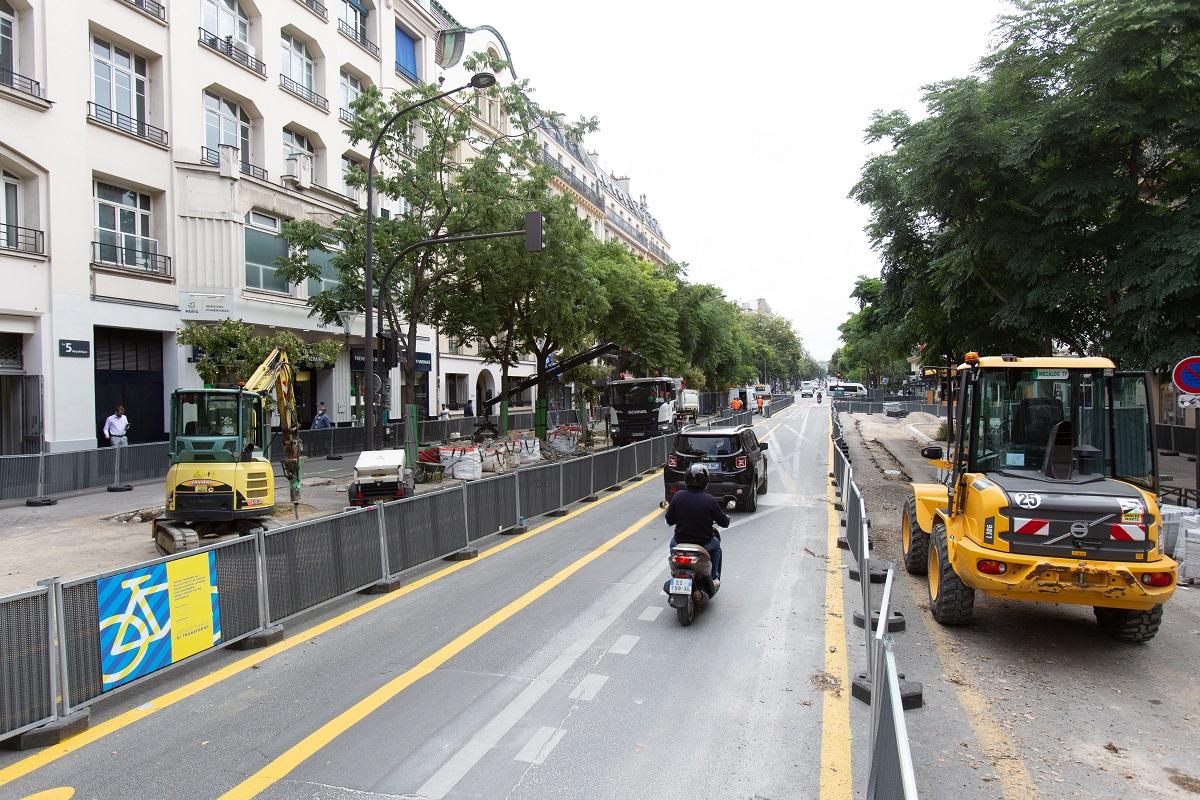 Photo d'un chantier de pérennisation de piste cyclable sur l'avenue de la République