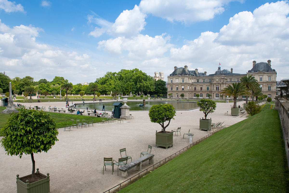 Scènes des Misérables dans le jardin du luxembourg.
