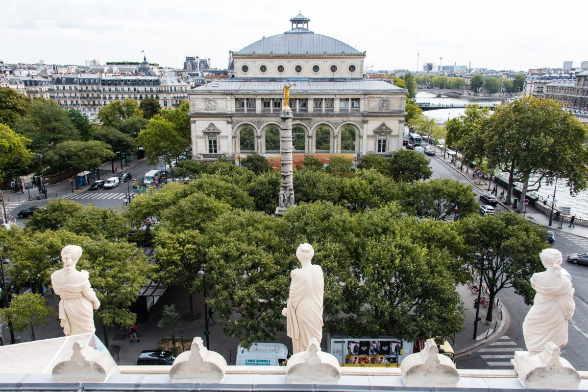 Théâtre de la Ville vu depuis le théâtre du Châtelet.