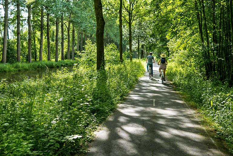 Balade à vélo le long du canal de l'Ourcq