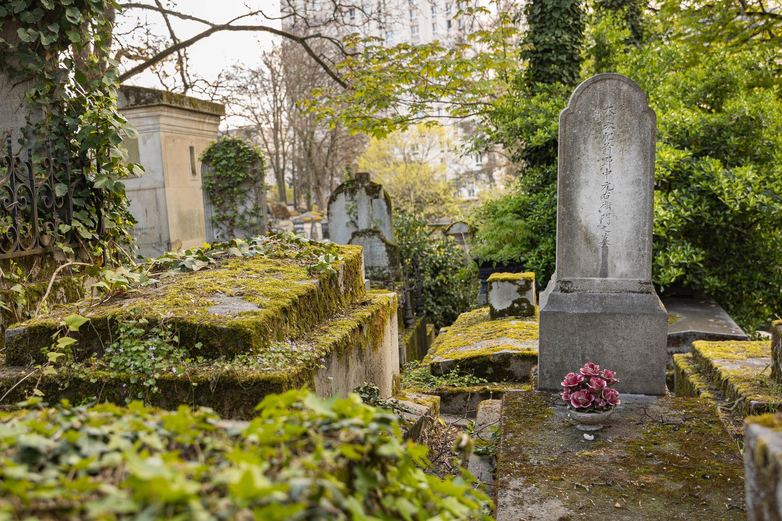 Tombe d'un poète et délégataire japonais de l'exposition universelle de 1867, au Père Lachaise