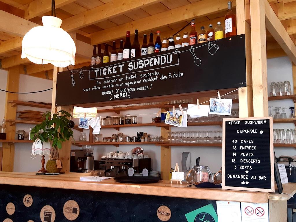 Système du ticket suspendu à la Table du Récho