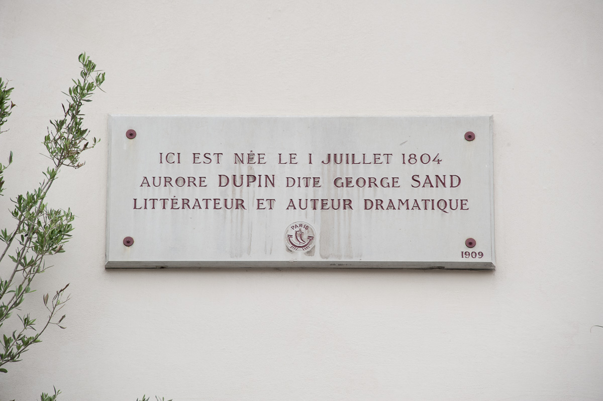 Plaque apposée sur le lieu de naissance de George Sand au 46, rue Meslay (3e)