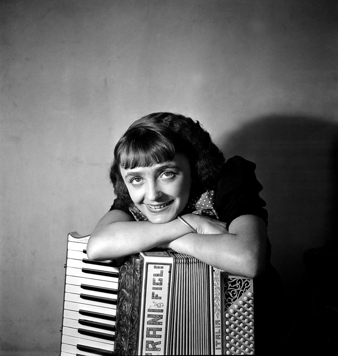 Edith Piaf (1915-1963), chanteuse française, 1936.