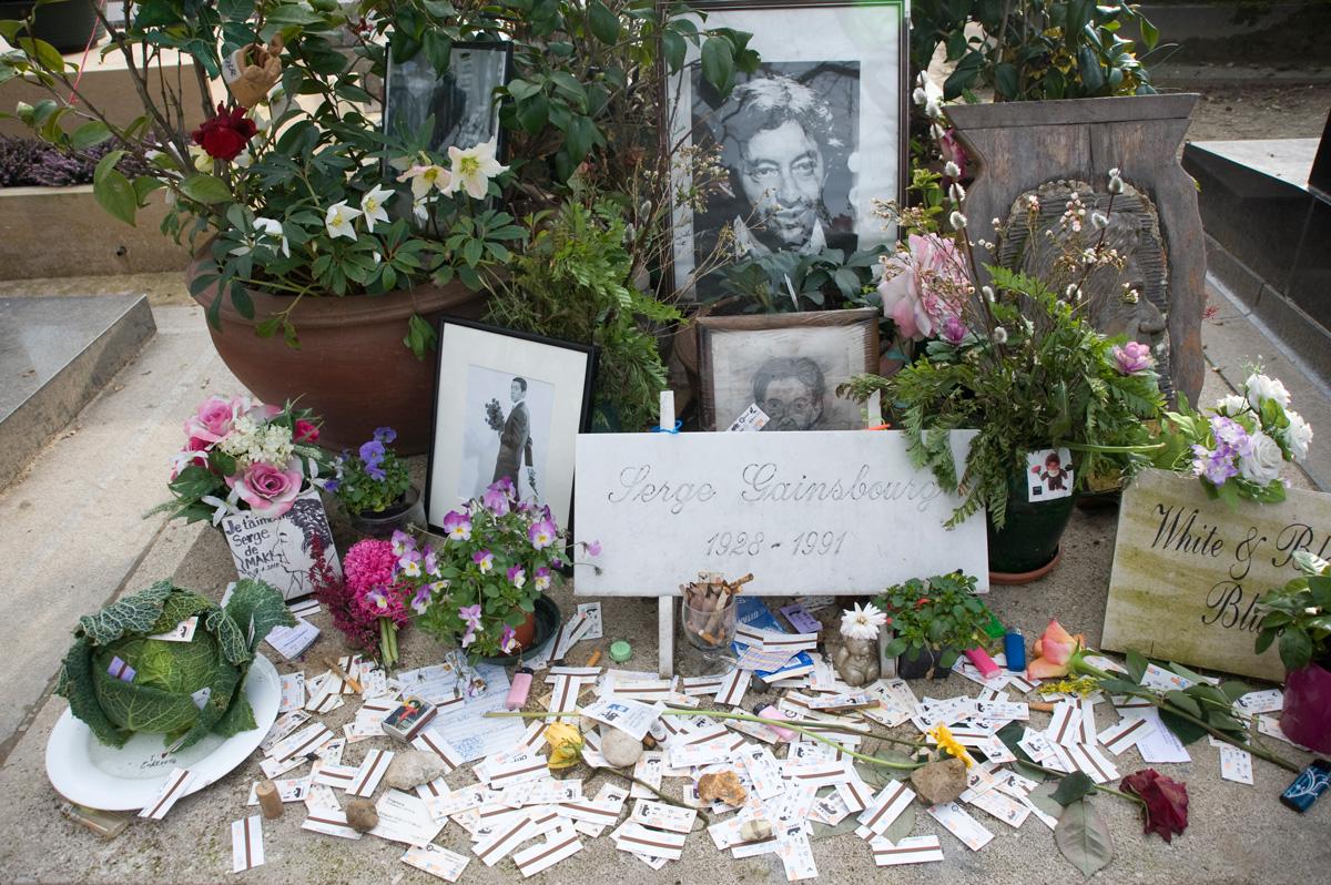 Cimetière Montparnasse, tombe de Serge Gainsbourg